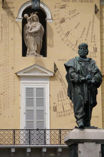 Piazza Garibaldi - Una strana prospettiva - Parma (2408 clic)