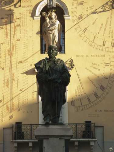 Al centro della Piazza - Parma (2133 clic)