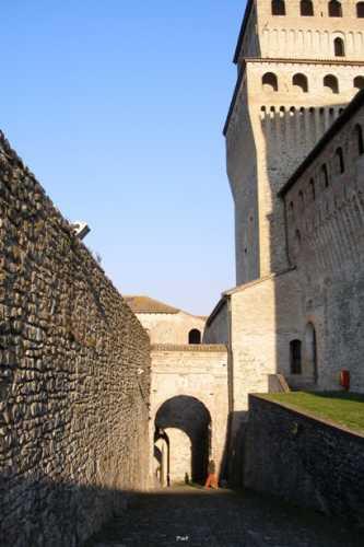 Castello di Torrechiara - Ingresso - TORRECHIARA - inserita il 21-Jul-09