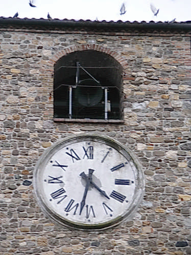 Suona la campana, scappano i piccioni - Fornovo di taro (1731 clic)