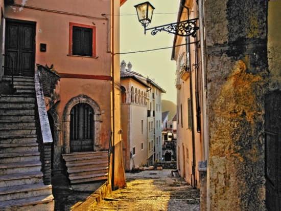 Atina - discesa della chiesa (3931 clic)