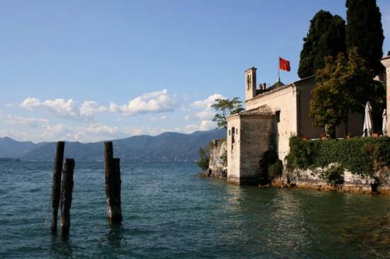 Garda, chiesetta di S. Vigilio (3168 clic)