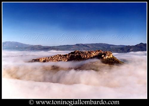 L'isola nel mare di nebbia - Calascibetta (5339 clic)