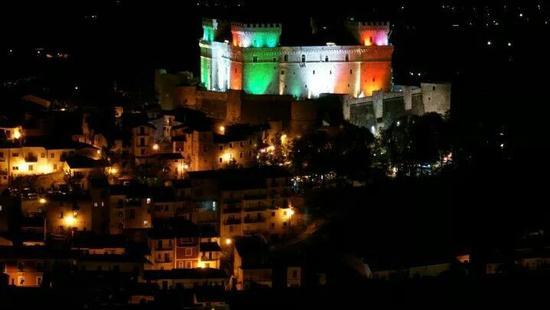 castello Piccolomini  - Celano (647 clic)