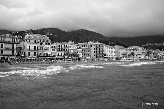 la spiaggia - Alassio (2605 clic)