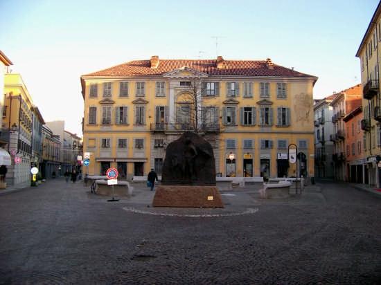 Piazza Marconi-Alessandria (8348 clic)