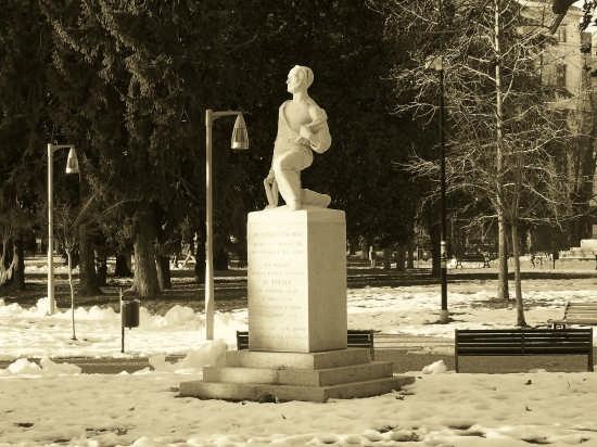 Giardini Pubblici- Monumento Andrea Vochieri - Alessandria (3620 clic)
