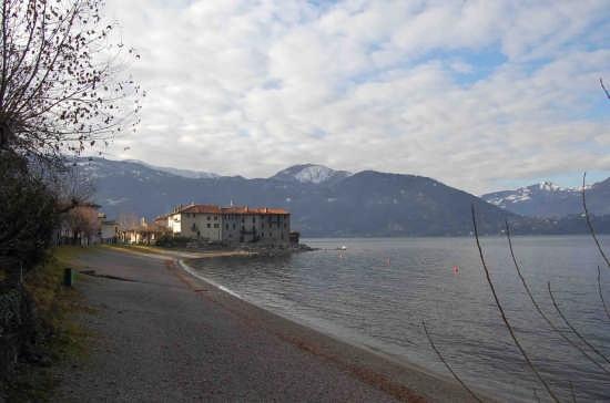 Lierna-castello e la spiaggia di Rivabianca (4037 clic)