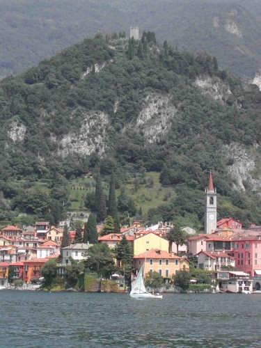 Varenna ed il castello di Vezio (2987 clic)