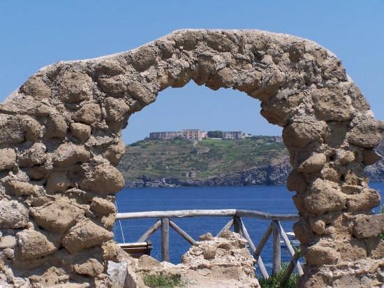 Carcere sull'isola di Santo Stefano - Ventotene (5247 clic)