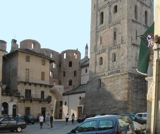 SUSA Campanile e Porta Savoia (2714 clic)