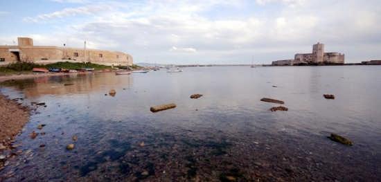 A destra il Castello della Colombaia - Trapani (2452 clic)