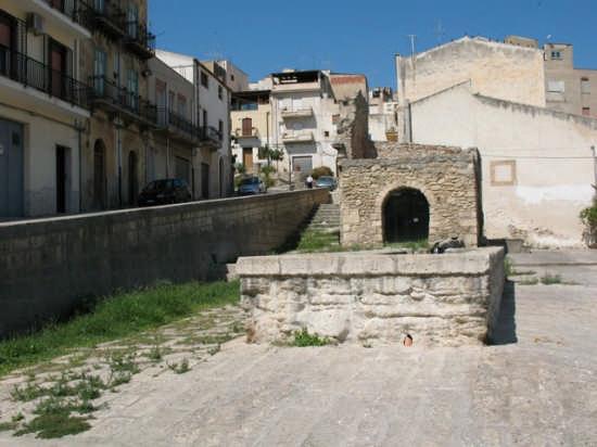 Fontana  - Alcamo (3104 clic)