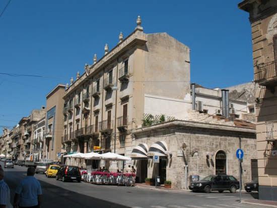 Corso VI Aprile - Alcamo (2339 clic)