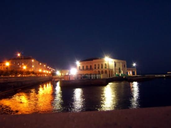 Di sera - Livorno (1420 clic)
