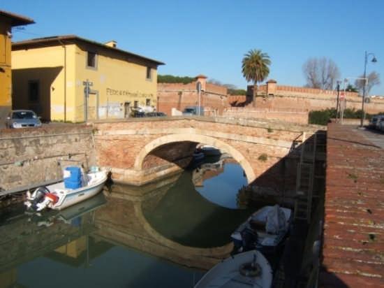 Lungo i fossi - Livorno (1350 clic)