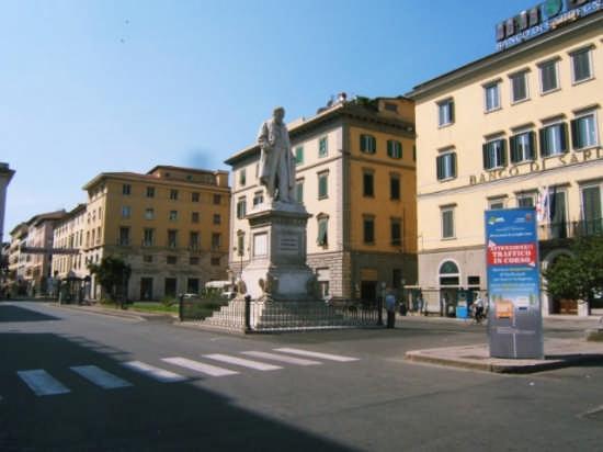 Conte di Cavour - Livorno (1152 clic)