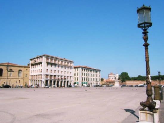 Piazza - Livorno (1243 clic)