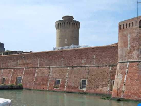 Al porto  - Livorno (1755 clic)