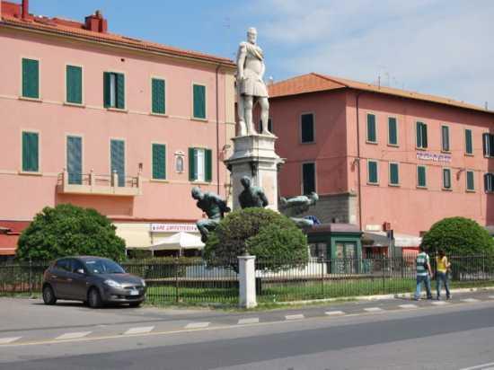 Monumento - Livorno (1884 clic)