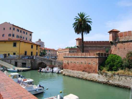 Per le vie di Livorno (2170 clic)
