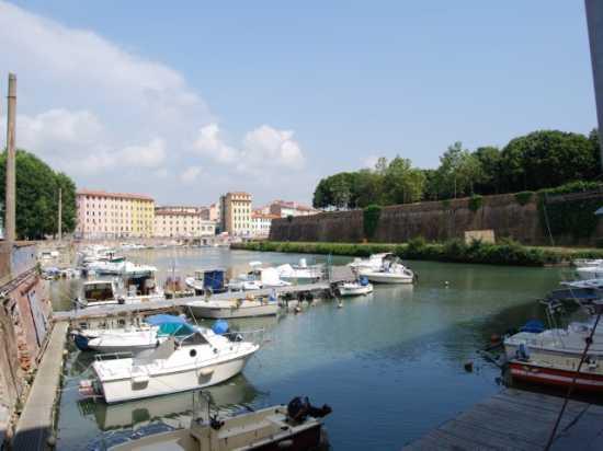 Per le vie di Livorno (2526 clic)