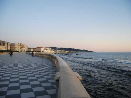 Per le vie di Livorno (2565 clic)