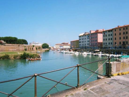 Lungo i fossi - Livorno (1270 clic)
