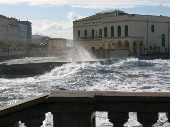 Mare mosso - Livorno (3566 clic)