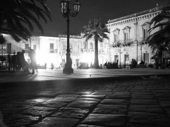...piazza duomo notturna,augusta (3577 clic)