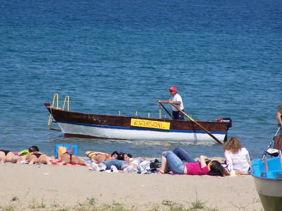 ...a giardini naxos, belle escursioni per il nostro barcaiolo - Augusta (3756 clic)