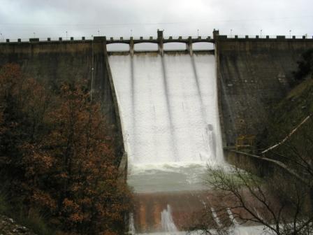 La diga del Lago di Prizzi . . . (4482 clic)