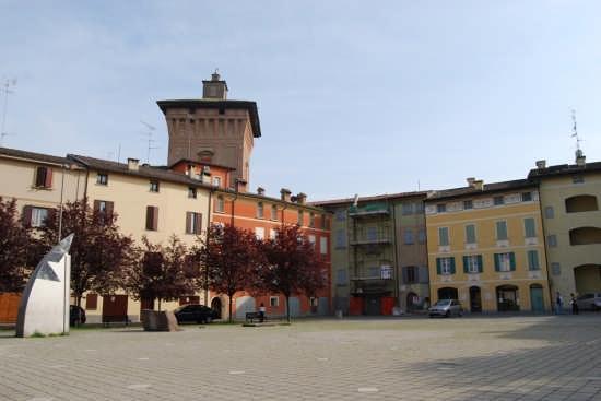 Piazza Fiume  ( detta anche Piazza Padella ) - Scandiano (4274 clic)