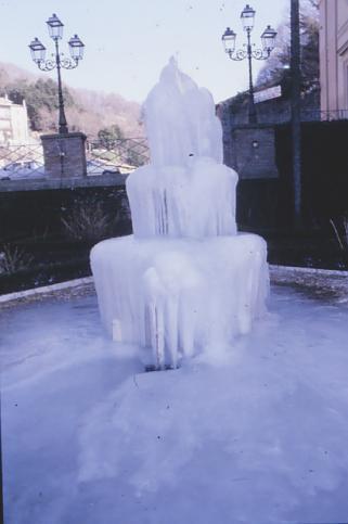 Inverno 1979 - Fontana ghiacciata - Nemi (2940 clic)