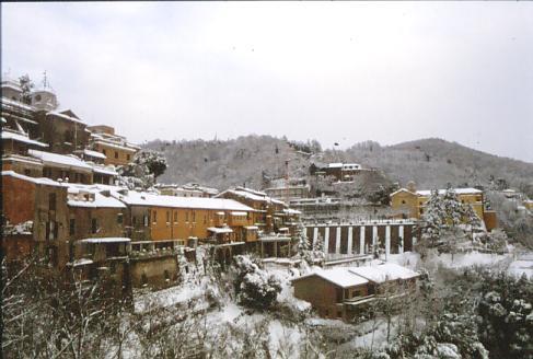 Panorama innevato  - Inverno 1981 - Nemi (2117 clic)