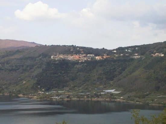 NEMI  e il Lago (2041 clic)