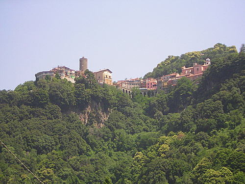 NEMI  - Vista dal Lago (2547 clic)