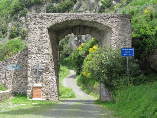 NEMI  -  Arco medievale (2727 clic)
