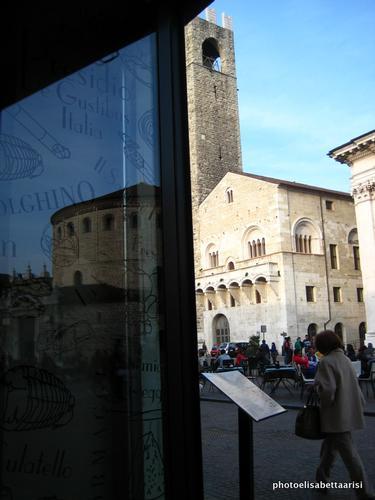Brescia Palazzo Broletto - BRESCIA - inserita il 09-Jun-14