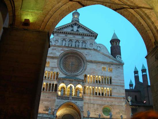 Duomo di sera - Cremona (2951 clic)