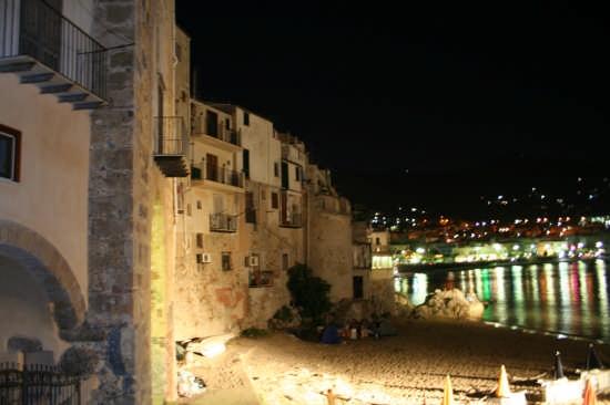 Scorcio di antiche case marine - Cefalù (4118 clic)