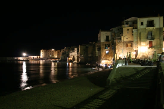 Scorcio di antiche case marine - Cefalù (3431 clic)