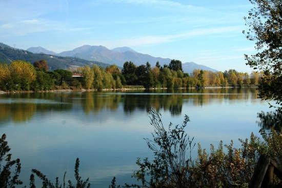 Lago vicino Massa (4239 clic)