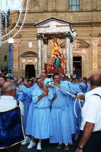Processione SS. Madonna del Mazzaro - Mazzarino (4378 clic)