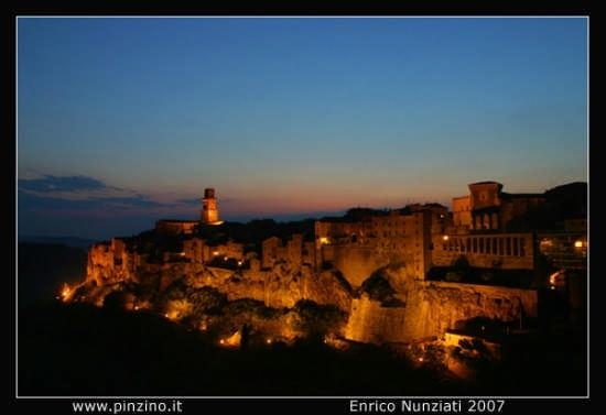 Notte di tufo - Pitigliano (4327 clic)