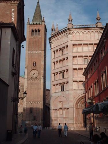 IL CAMPANILE E IL BATTISTERO - Parma (2497 clic)