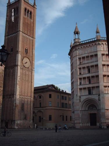 IL BATTISTERO E IL CAMPANILE - Parma (2710 clic)