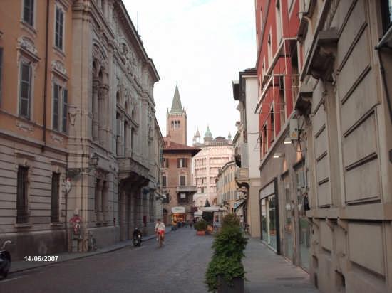 IL BATTISTERO E IL CAMPANILE - Parma (2837 clic)