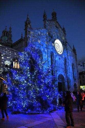 Duomo di Como ( versione natalizia) (1564 clic)