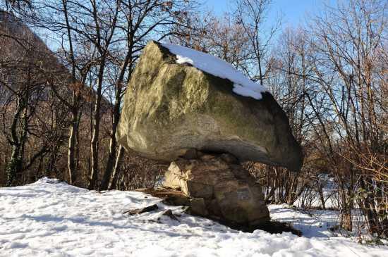La Pietra Pendula - Torno (2638 clic)